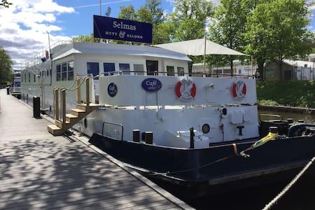 Vandrarhemsbåt med varm atmosfär - max 2 pers