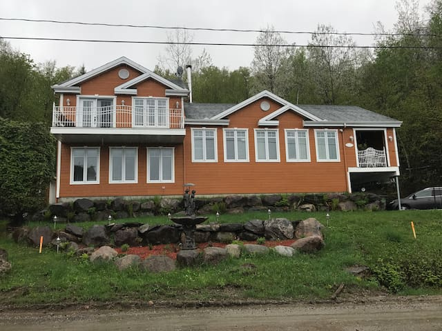 Cozy Chalet 30 min to Mont Tremblant