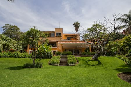 Beautiful lakeside Villa in Chapala - Chapala - Hus