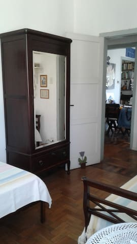 Guarda-roupa com gavetão / wardrobe with drawer