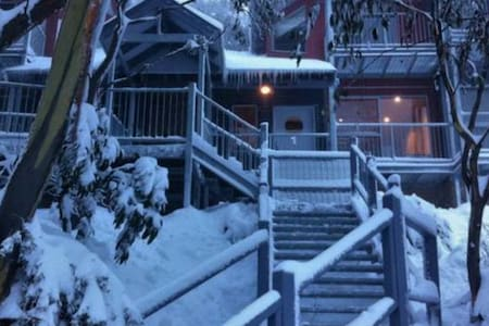 Snow Fall at Crows Nest -  Ski In - Ski Out - Falls Creek - Maison