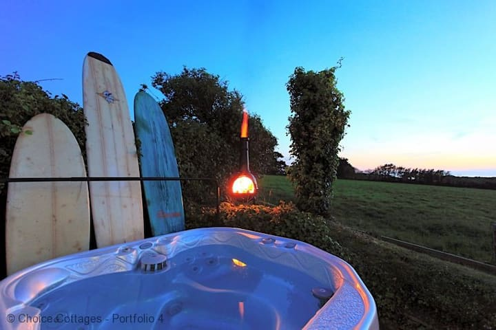 CROYDE BEACH HOUSE    Low Occupancy Rates Available to end of 2020  Hot tub (charges apply)   Pets Welcome