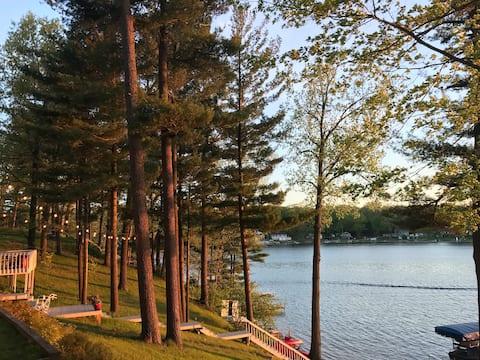 Big Pine Island Lakefront Escape pontoon available