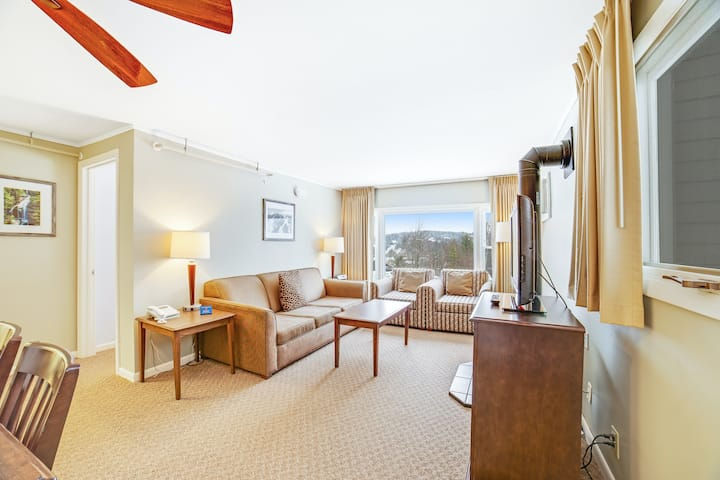 Family-friendly condo w/deck, mtn & forest views, shared hot tub, pool, & tennis