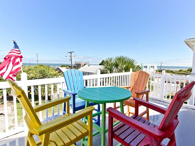 Great Water and Lighthouse Views, Lots of Deck/Porch Space, Pet Friendly with Fenced Yard - Sandys North Shore