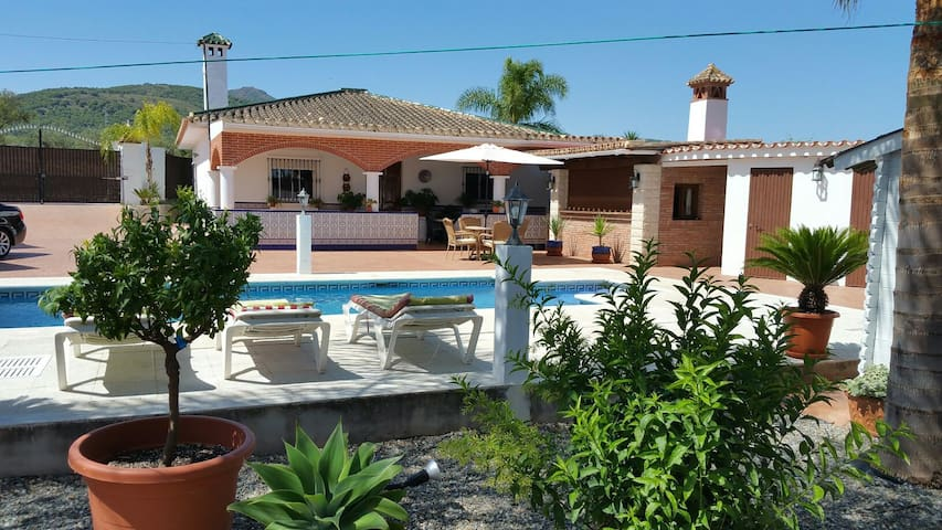 Spanish villa with a private pool - Coín - House