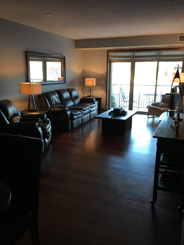 Full Condo-Superbowl Week, 7.6 Mi from the Stadium