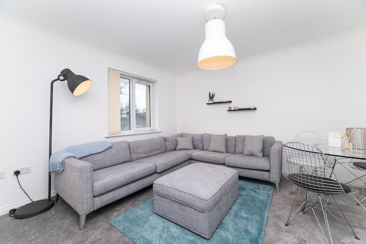 New 5 Bed, Sleep 12, Parking, Close to City Centre