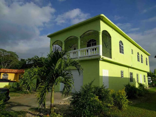 Green castle 4 beds,3 bedroom.  Ground level