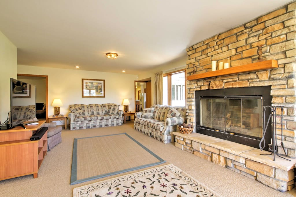 Cozy up by the fire on winter nights and catch a Packers game on the 55-inch flat-screen HD4K TV.