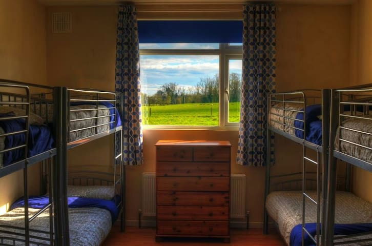 Wild Atlantic Way base camp Room 1 - Limerick - Internat