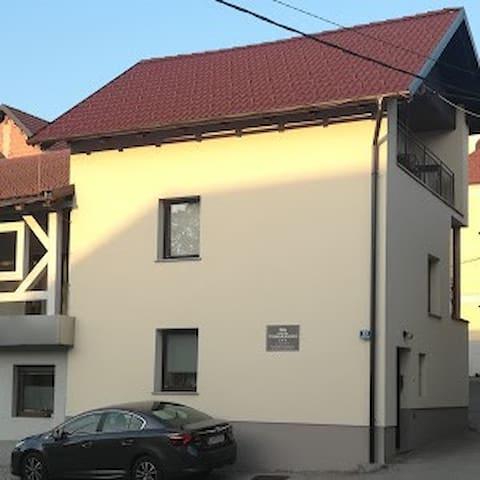Apartment near Ljubljana, free parking, for 4 pers