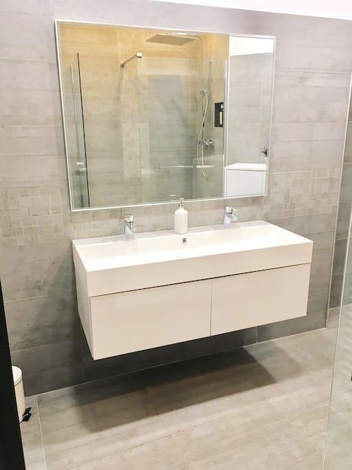 Salle de douche/bathroom