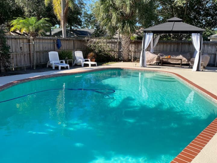 Room in House w/ Pool (Queen Bed) by Airport