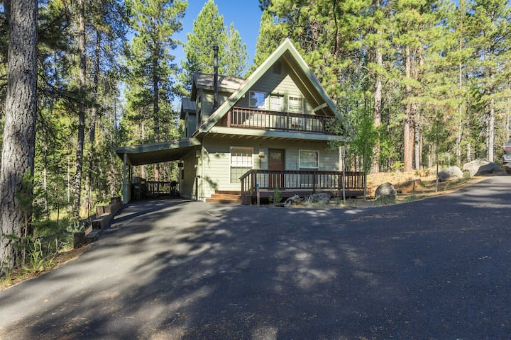 3 Bed/2 Bath in River Meadows, Hot Tub, Wood Fireplace, Partial A/C - WAGO85| Sleeps: 3 Bedroom, 2 Bathroom