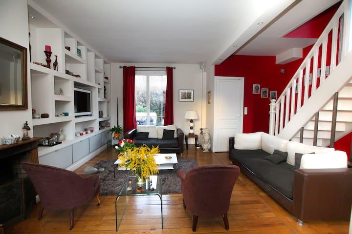 Maison de style sur 3 étages en bord de Marne - Nogent-sur-Marne - House