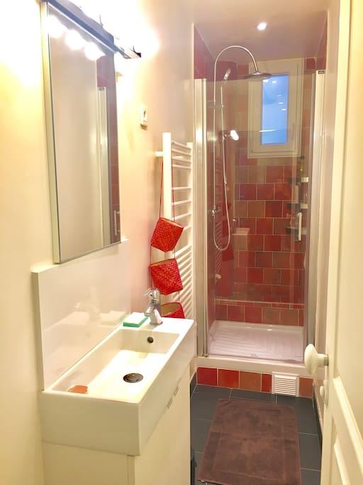 Salle de bain privée pour nos invités