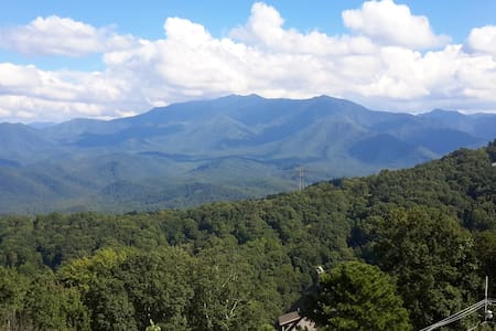 No Cleaning Fees! And The Views! - Gatlinburg - Appartement