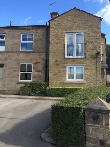 Great central base with free parking - Mirfield - Appartement