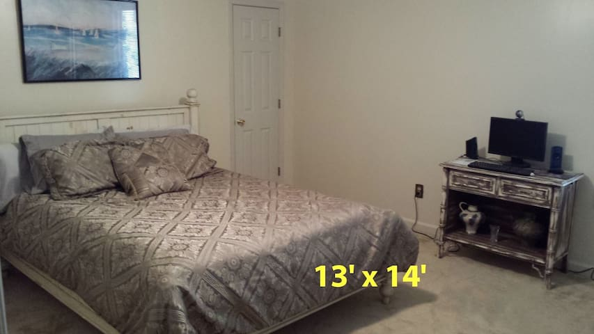 Affordable vacation with Style (3 rooms available) - Goose Creek - House