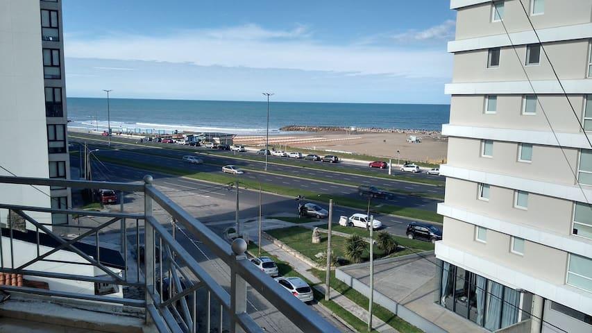 Departamento con balcón al Mar