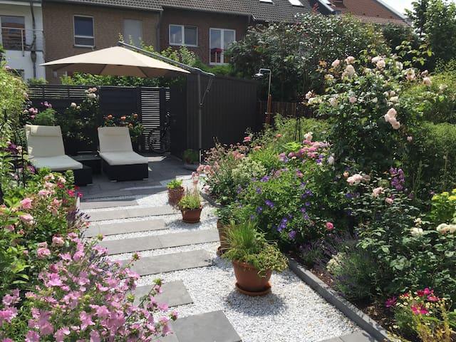 Stadtnahes Architektenhaus mit Garten- CHIO Nähe