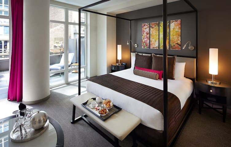 980 sqft Royalton Suite with Large Outdoor Terrace