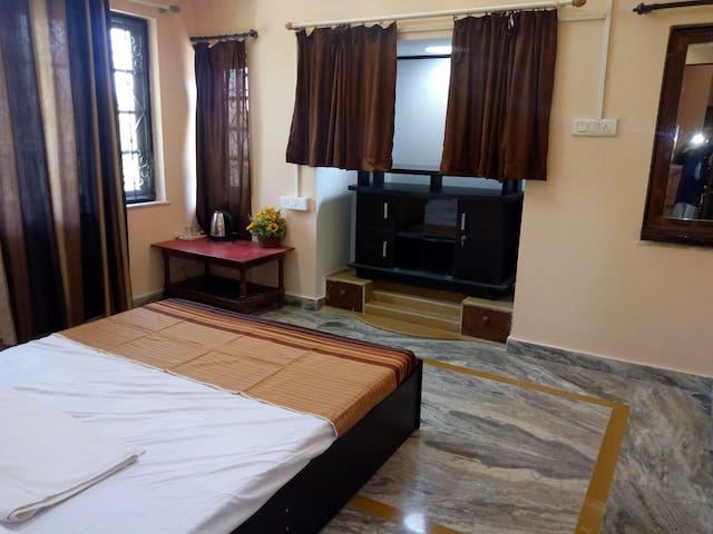 DELUXE A/C DOUBLE ROOM  WITH BALCONY