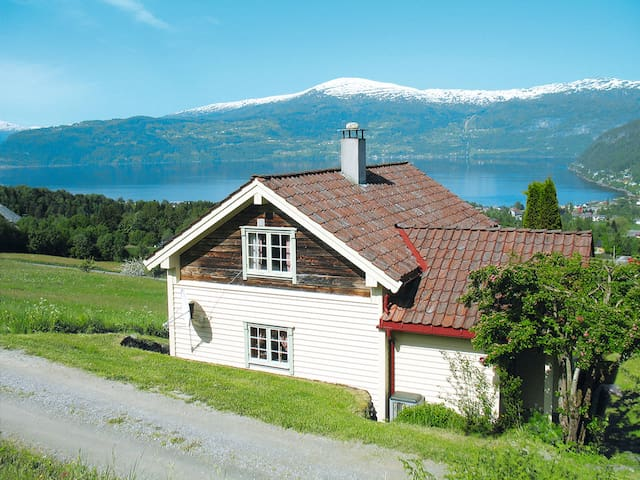 Holiday home in Innvik