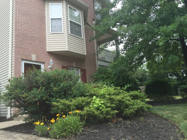 Cozy Townhouse 20 min. from Downtown for RNC Only - Broadview Heights - Stadswoning