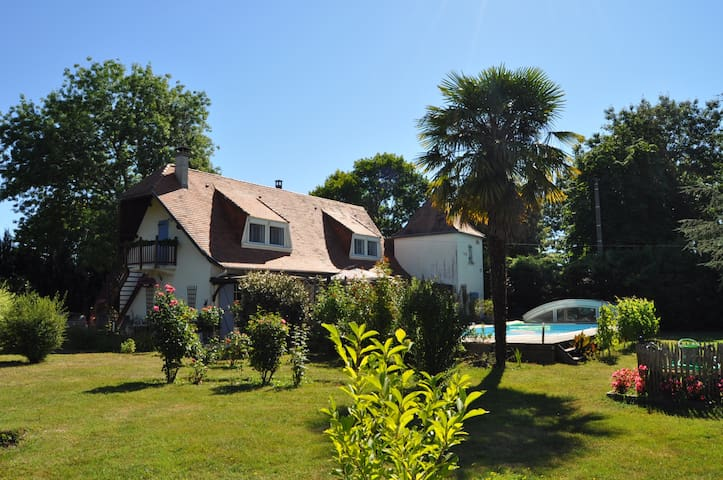Step in & relax at Le Puits des Lucques Dordogne - Ménesplet - B&B/民宿/ペンション