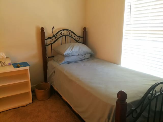 Single bed Room,Good Location,Cozy Townhouse