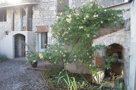 Chambre de charme à la campagne, accès piscine - Courcoué - Rumah