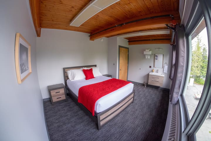 Modern Design w/ Queen Bed + Excellent Location 6