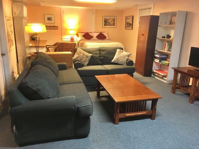 Large Private suite w/Mini Kitchen in Beautiful NE
