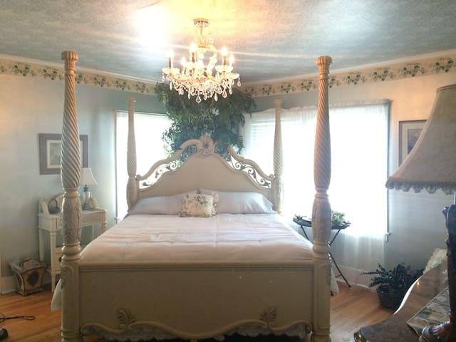 Magnolia Suite at Magnolia House