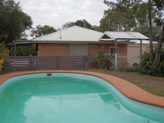 B&B Wagga - Hillview Cottage