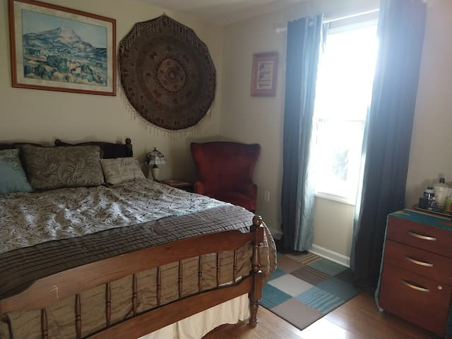 West AVL Room in FamilyHome**Walk 2 Dining & Bars!