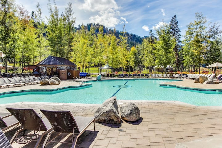 Ski-in/ski-out Squaw Creek condo with two fireplaces & shared pools/hot tubs!