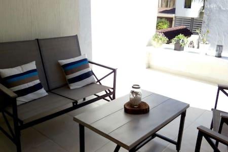 Habitación grande,  baño privado y vista a jardín! - León