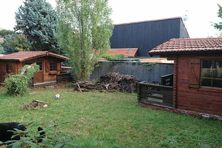 Chambres indépendantes dans jardin - Châtel-Guyon - Almhütte