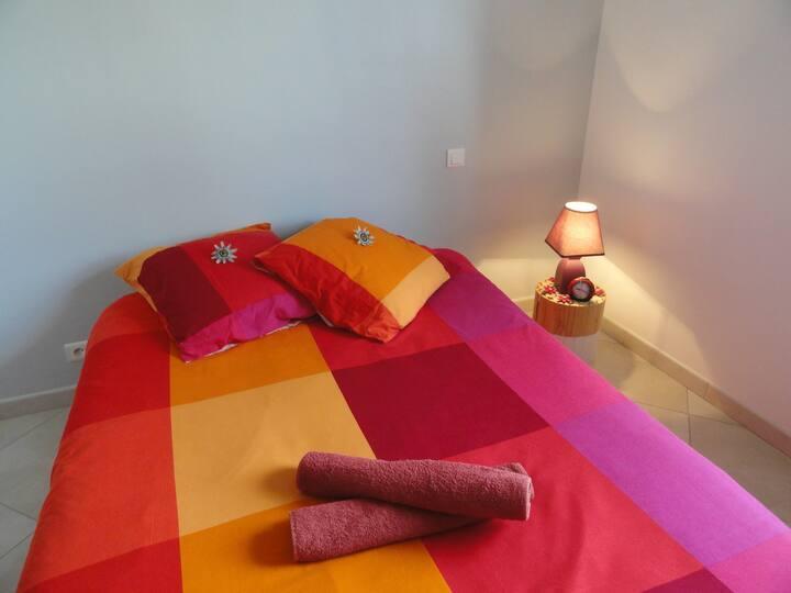 Jolie chambre avec sdb privée proche bord de Loire