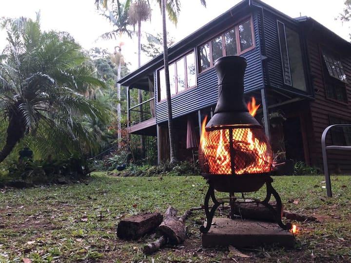 'Rainforest Retreat' - Peaceful one bedroom flat