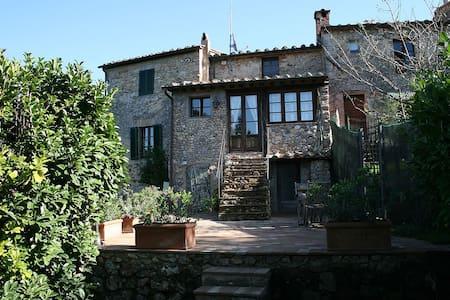 Appartamento Rosa di Castello - Castello di Tocchi - Lejlighed