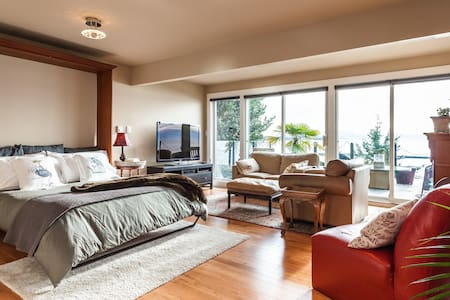 Luxurious, Private, Romantic, Beach - White Rock