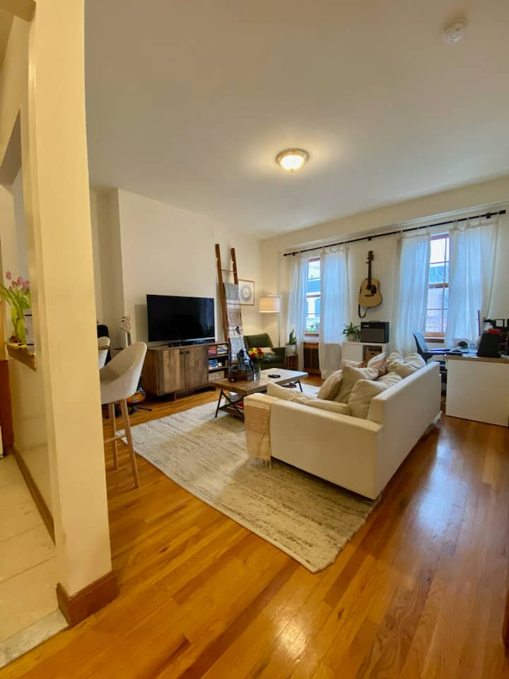 Cute and Quiet 1BR Right Next to Central Park!