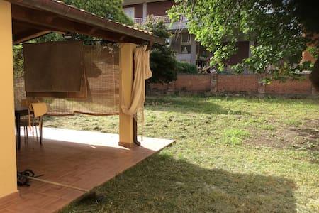 Grazioso monolocale con giardino - Grosseto - House