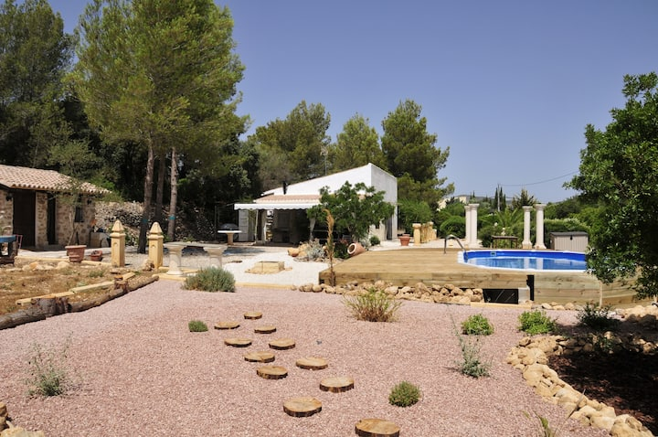 maison de campagne piscine privée et grand jardin