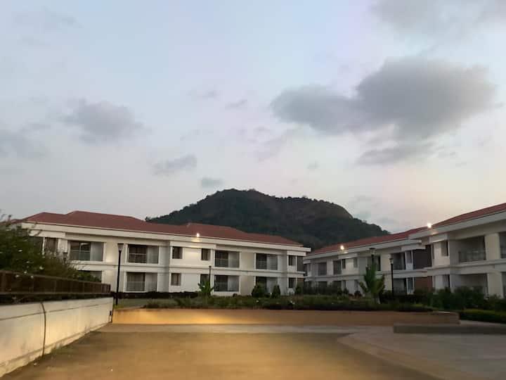 Mizzle & Parishreya, 1BHK furnished near Lonavala
