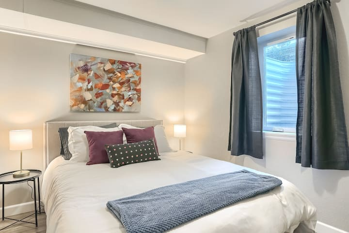Bedroom 3 with queen sized mattress and fresh clean sheets and pillows.